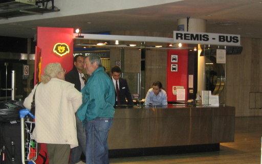 Manuel Tienda León office - Terminal B